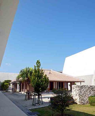 県立博物館庭.jpg