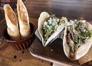 TacosCafeカルニタスJweb.jpg
