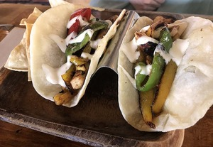 TacosCafeチキンファヒタスJweb.jpg